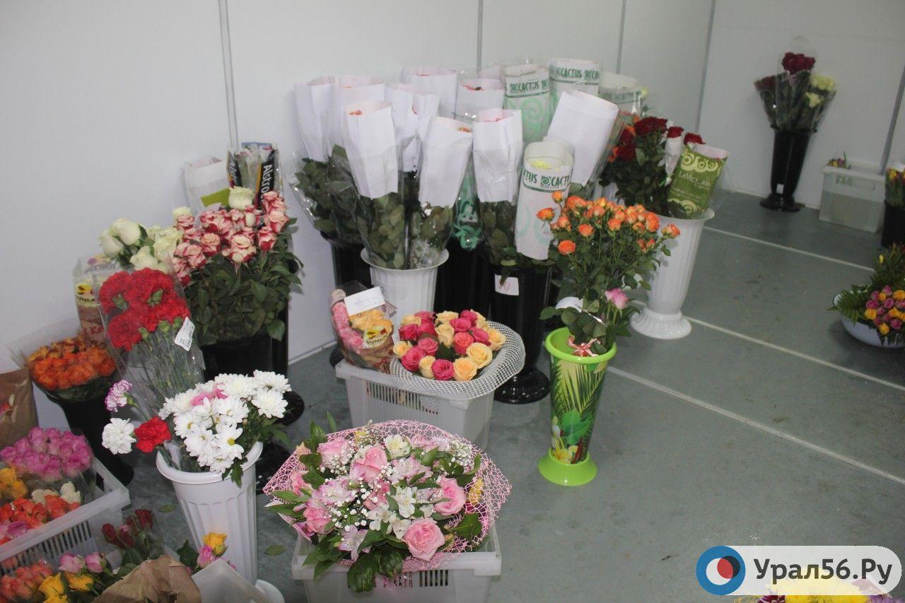 Секс в магазине цветов, Красивый секс продавца с клиенткой в магазине 1 фотография