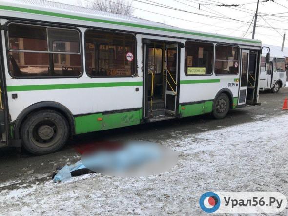 vozbudili-studentku-v-avtobuse