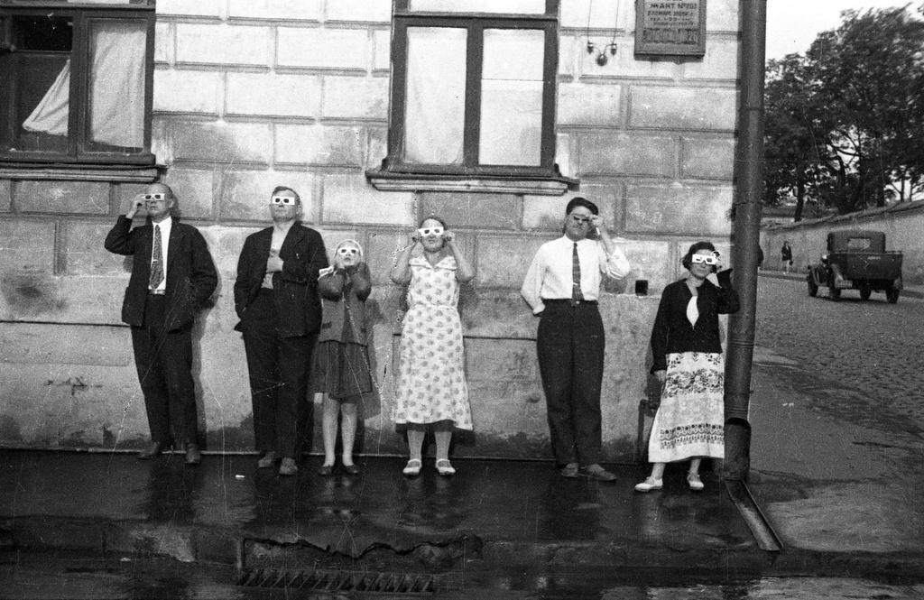 Москвичи наблюдают «Большое солнечное затмение» 19 июня 1936 года, Ефрем Ефремов