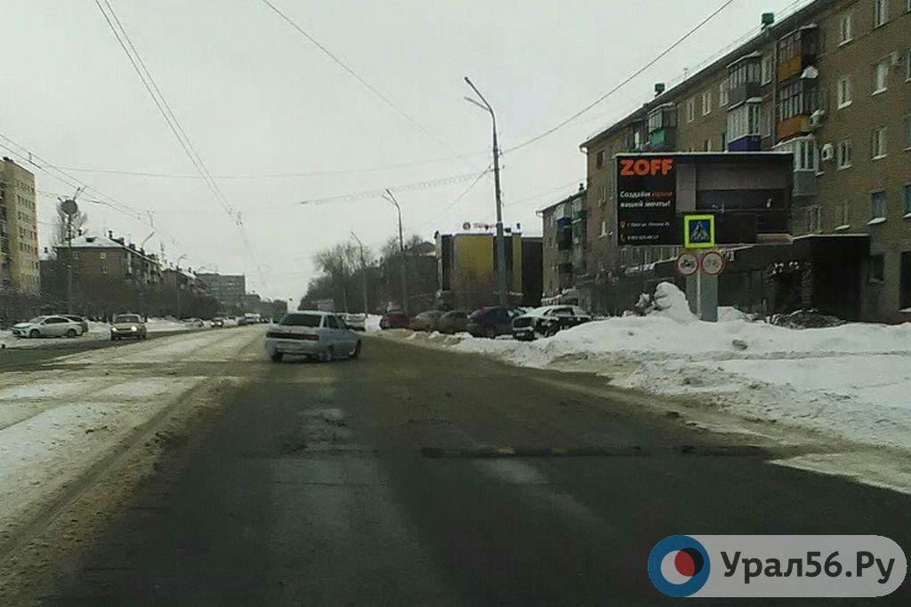 В центре Орска повредили «лежачие полицейские», но их оставили лежать на проспекте