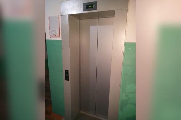 Спустя 2 месяца и после возмущений Дениса Паслера на улице Чкалова в Оренбурге запустили 40 новых лифтов