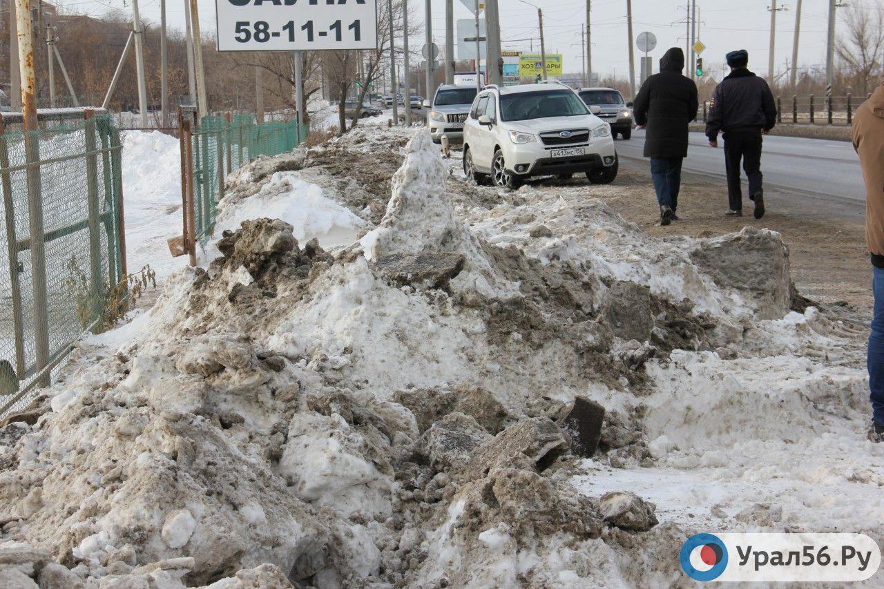 Уже 5 лет в Оренбургской области не могут построить тротуар вдоль трассы, который очень нужен людям