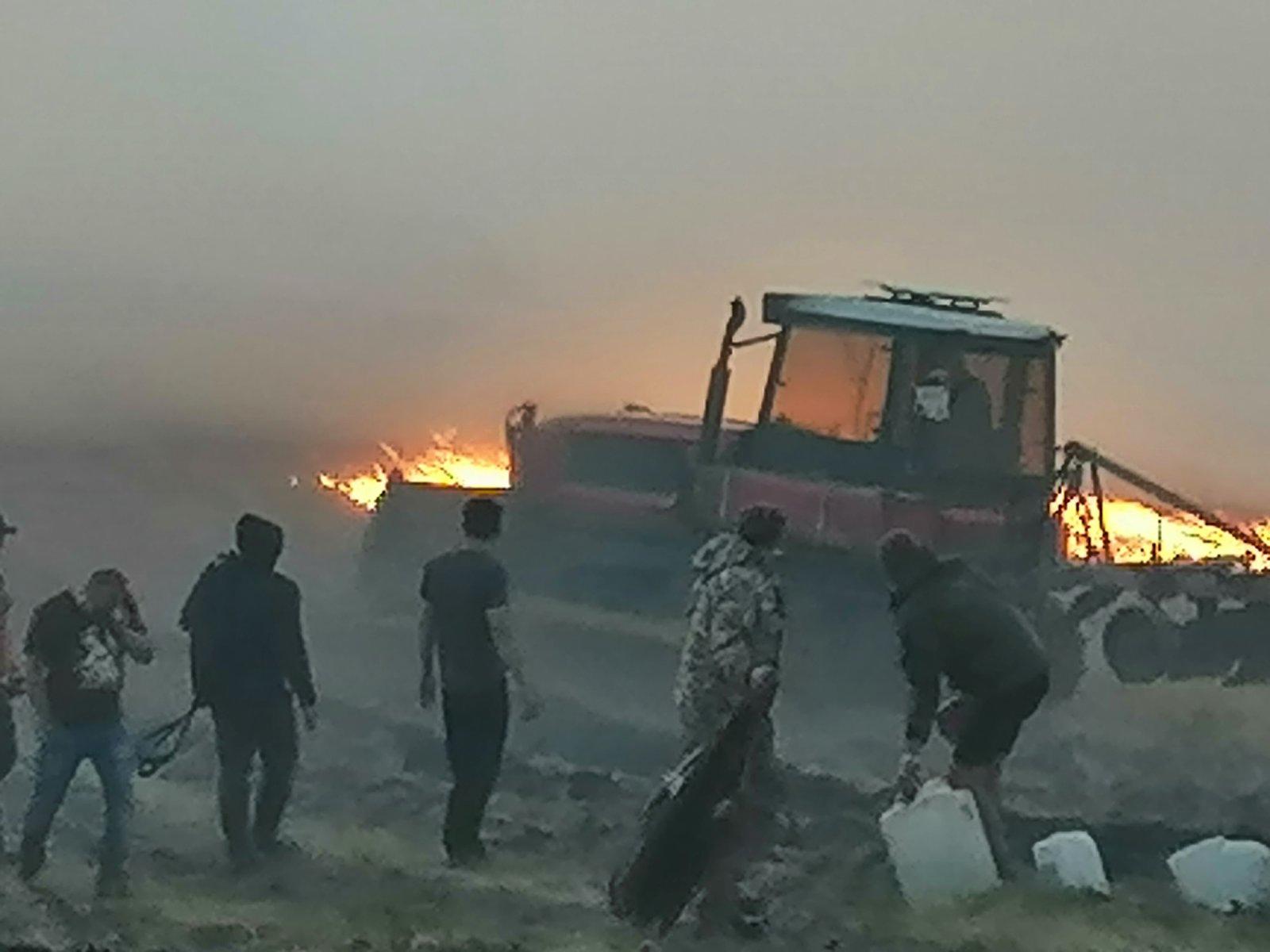 Жители Медногорска помогают пожарным бороться с огнем при помощи ковров и веников (видео)