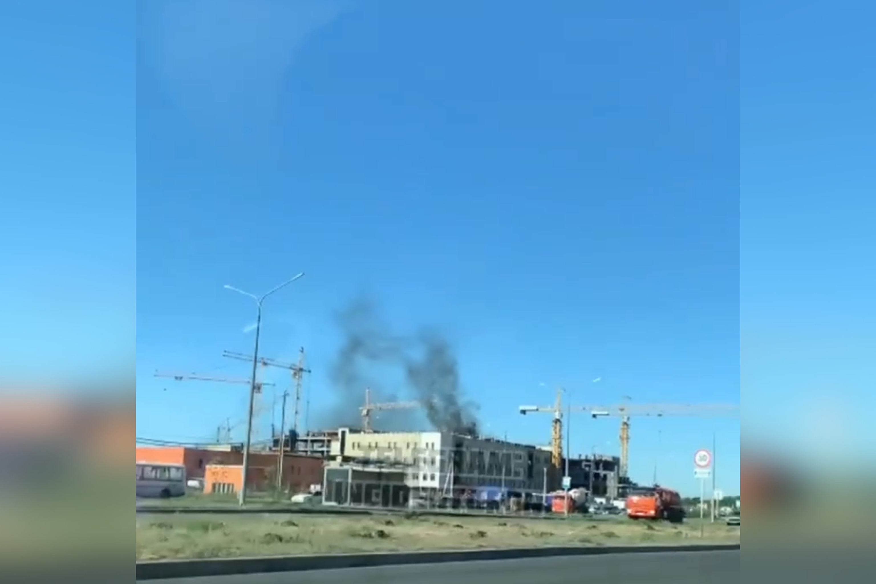 В Оренбурге «дымит» строящаяся детская клиническая больница на Гаранькина (видео)