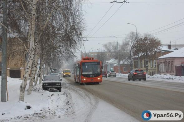 Более 2 тысяч тонн технической соли высыпят на дороги Северного округа Оренбурга этой зимой