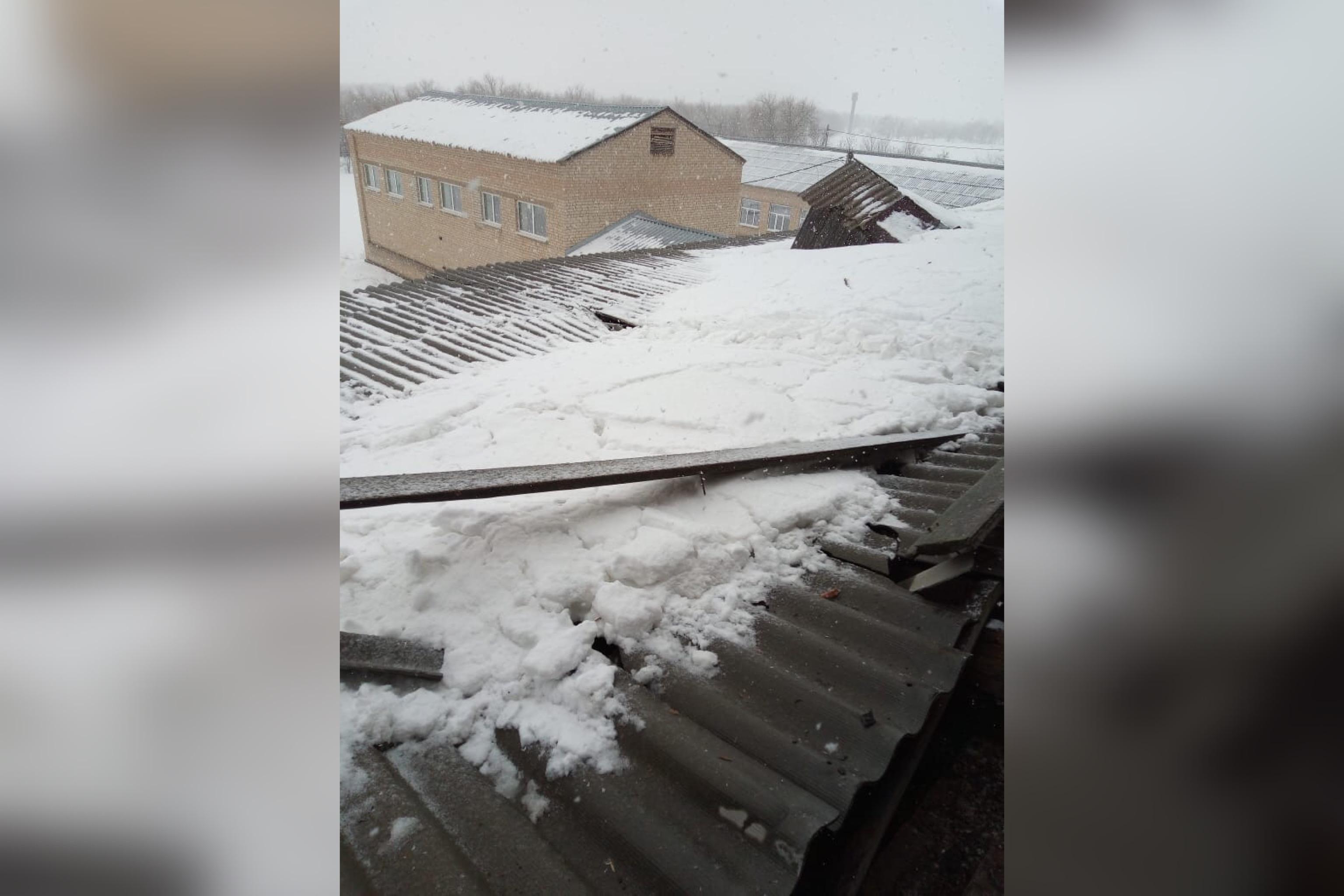 В селе Ясная Поляна в Ташлинском районе обрушилась кровля школы. На место выехал прокурор