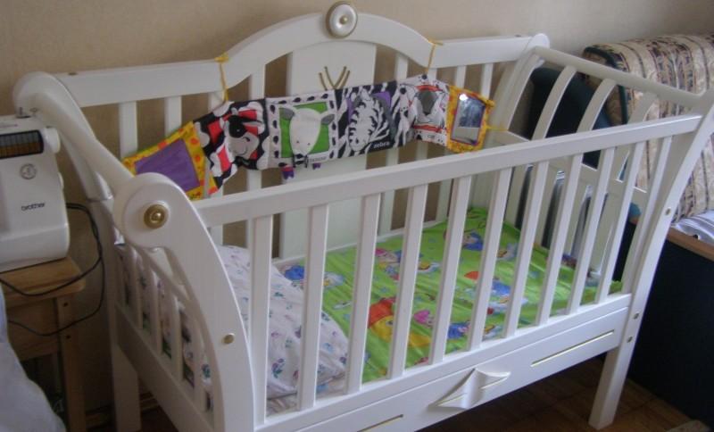 Покраска детской кроватки своими руками