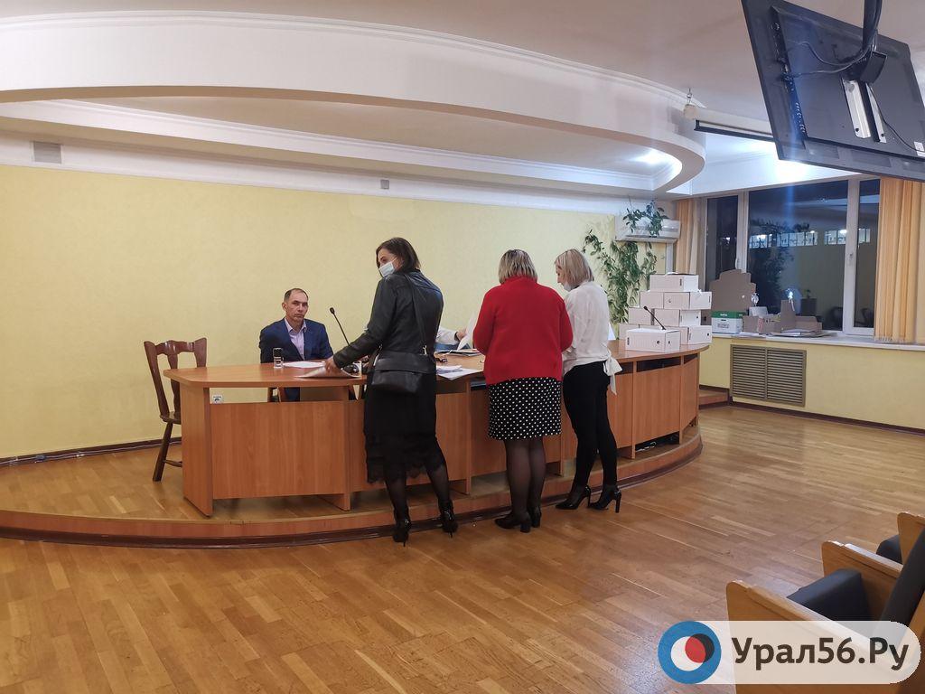 Медногорск и Дзержинский район Оренбурга не сдали документы в Избирком сегодня вечером