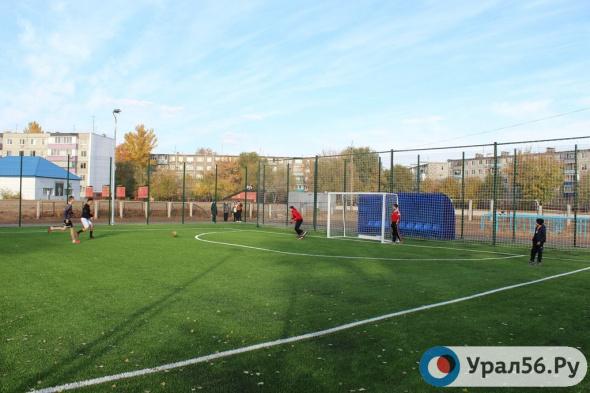 В Оренбурге появилось два новых мини-футбольных поля с искусственным покрытием
