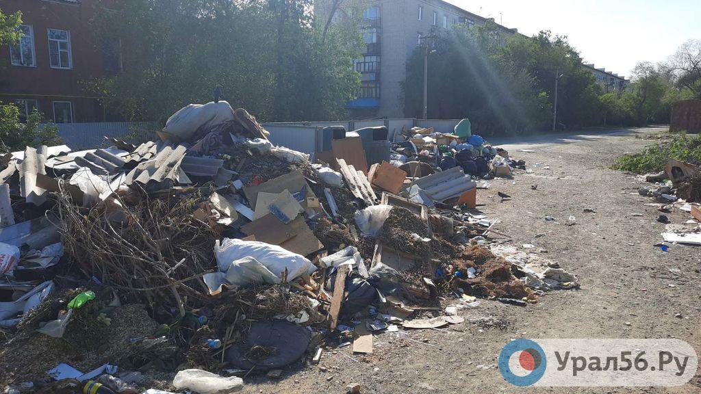 У администрации есть месяц на то, чтобы привести контейнерные площадки Советского района Орска в порядок
