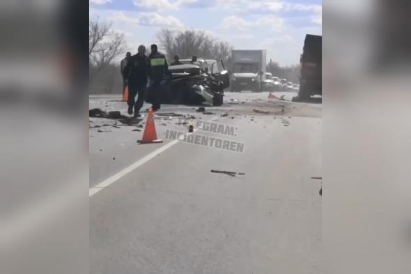 У выезда с Кушкулей в Оренбурге столкнулись 3 автомобиля (видео)