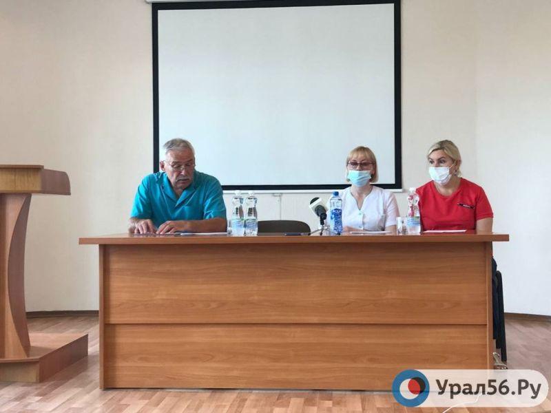 Всего 8 беременных женщин в Орске записались на вакцинацию от коронавируса. Главврач ГБ№3 обратился к жителям города (видео)